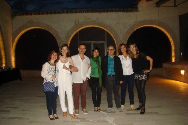 D'esquerra a dreta, Núria del Campo, Imma Martínez, Jordi Llavina, Sílvia Amigó, Ricard García, Montse Julià (directora de la Biblioteca Vila i Pascual de Gelida, coorganitzadora de l'acte) i Glòria Bricollé